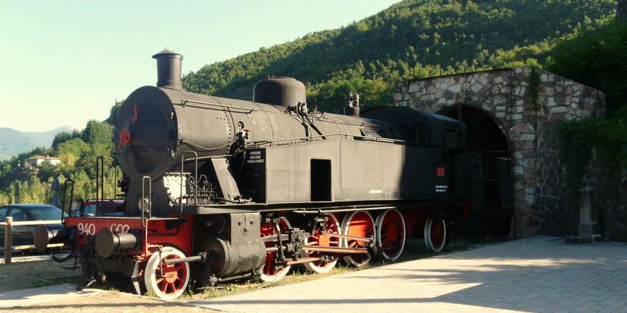 Piazza_al_Serchio-locomotiva