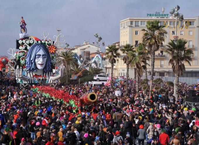 Carnevale Universale, buona la terza