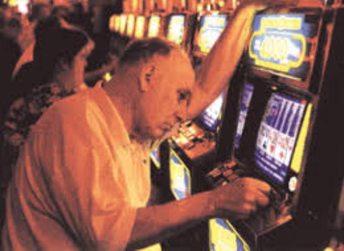 Uno, due, tre, scommettiamo su di te!  Perché perdere a giochi d'azzardo, lotterie e slot machines è una questione matematica