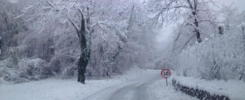 Maltempo, Anas: transito consentito con catene de neve montate sui valichi delle strade statali dell'Appennino Tosco Emiliano