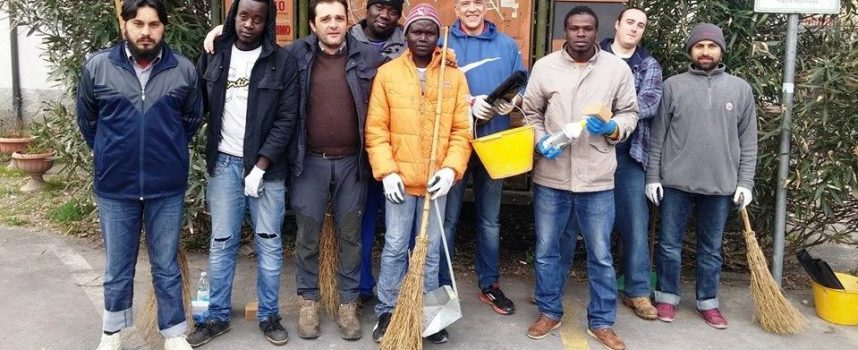 Sabatini e contenti, i profughi aiutano la comunità che li ha ospitati