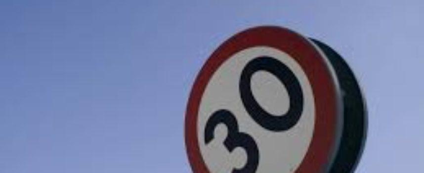 Sicurezza stradale: controlli sulla velocità e istituzione di limiti  maggiormente restrittivi per gli automobilisti sulle vie più a rischio  Dopo l'istituzione dei 30 chilometri orari in via Lucio Terzo Papa a San Marco, da domani scatta la stessa limitazione alla velocità delle vetture anche a San Macario in Piano in via delle Gavine.