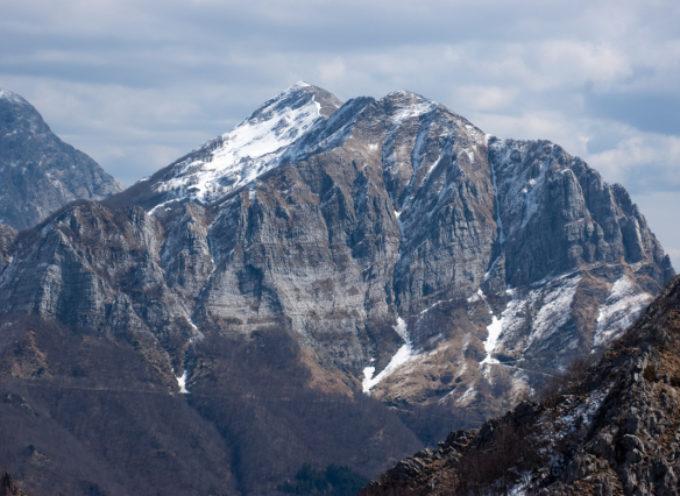 Tragedia sulle Alpi Apuane, muore precipitando in un dirupo