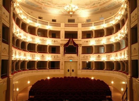 Castelnuovo di Garfagnana: al Teatro Alfieri va in scena l'opera buffa Il campanello dello speziale