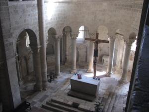 11 maggio Abbazia_di_Sant'Antimo_-_42_-_Il_presbiterio_visto_dal_matroneo