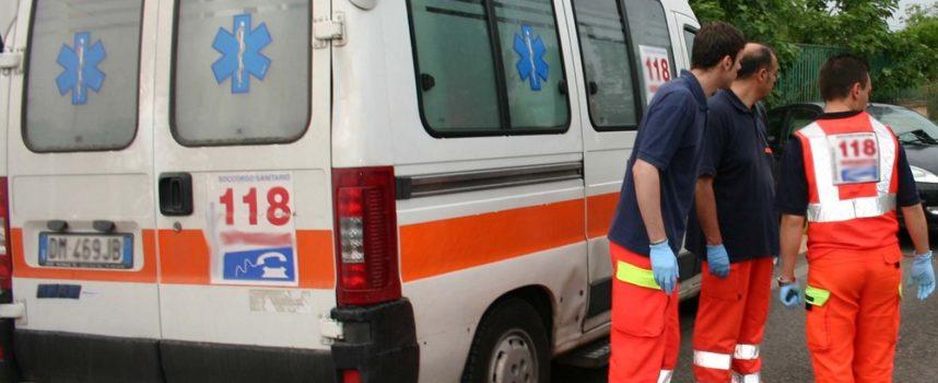 CAPANNORI – Con la moto  dopo l'impatto con una macchina finisce sotto un camion, rischia l 'amputazione della mano
