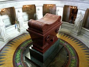 5 Maggio La Tomba di Napoleone nella chiesa di Saint-Louis des Invalides