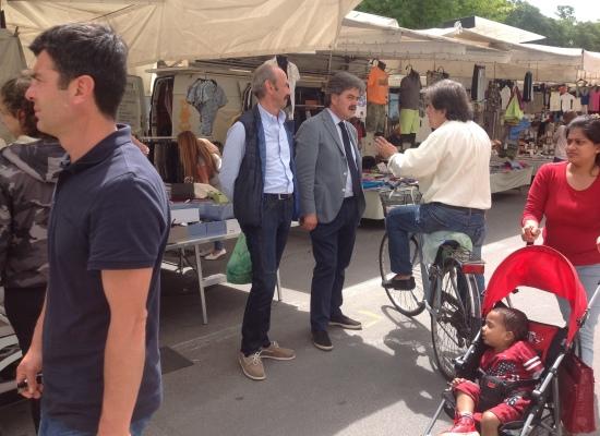 Marchetti incontra la gente al mercato e poi i commercianti