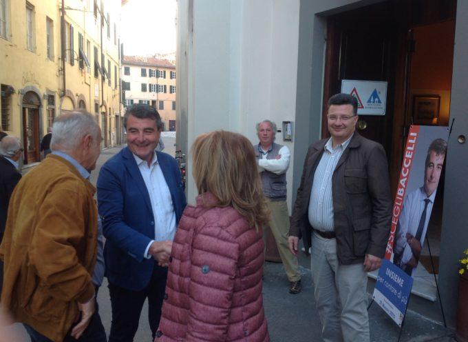 Folla, con tantissimi giovani, per Stefano Baccelli all'Ostello di S. Frediano