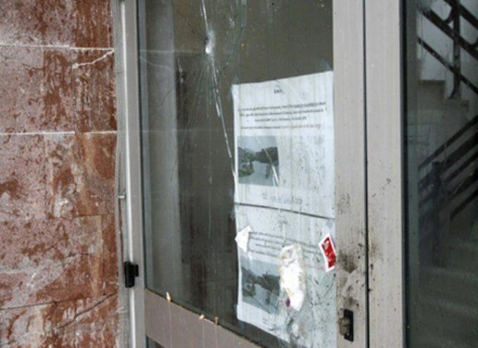 Lancio di uova e vetri rotti, atti vandalici contro la sede di Gaia a Tonfano
