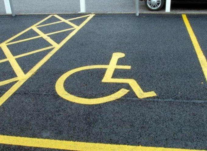 """Parcheggio per disabili a Castelnuovo di Garfagnana, l'Amministrazione: """"Nessuna penalizzazione nei confronti di questa categoria, i posteggi a loro destinati sono aumentati"""""""