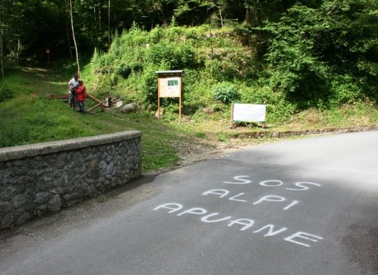 SALVIAMO LE APUANE: Condanniamo gli atti criminali avvenuti a Fornovolasco