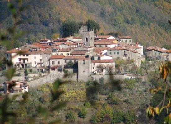 Palleroso, un piccolo Borgo nel comune di Castelnuovo G. che detiene diversi primati