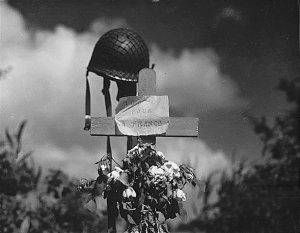 6 giugno Silent_tribute_to_an_American_soldier_at_Carentan,_Normandy,_France_-_19440617