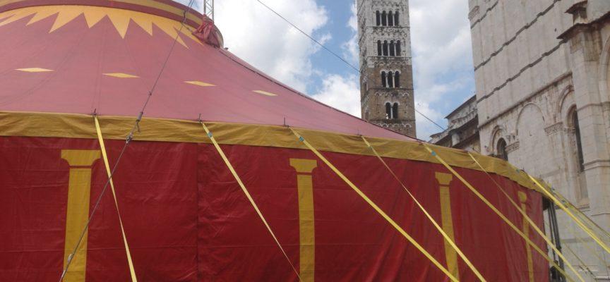 Ecco il tendone della discordia. A Lucca troppe polemiche sul nulla!