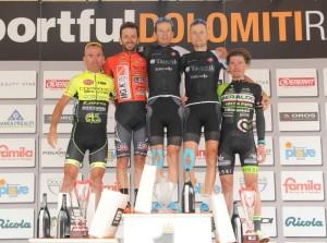 Il podio piu alto della GF Sportful Dolomiti Race con Stefano Cecchini al centro della foto
