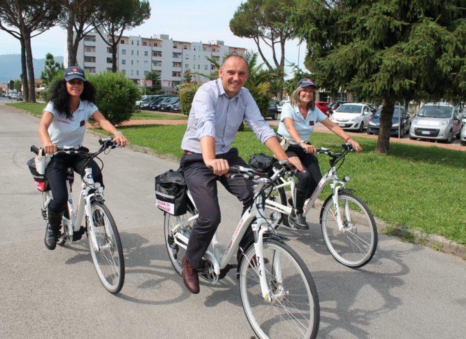 Ecco le Bici Blù! A Capannori, Sindaco, dipendenti e vigili, da oggi, con la pedalata assistita!