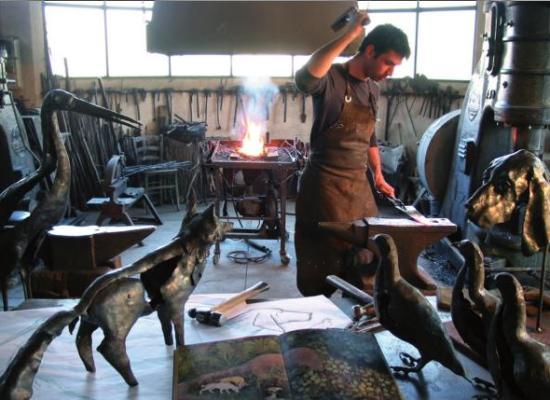 Quando lavorare il ferro diventa un'alternativa all'abbandono scolastico