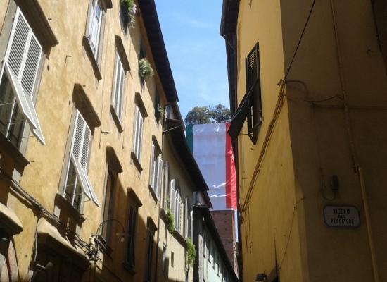 2 giugno: il tricolore italiano sulla Torre Guinigi