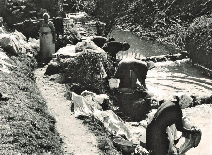Mostra fotografica ed un libro sui lavatoi e le antiche lavandaie della campagna lucchese