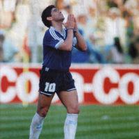 Muore Maradona, a 60 anni ci lascia l'icona del calcio mondiale