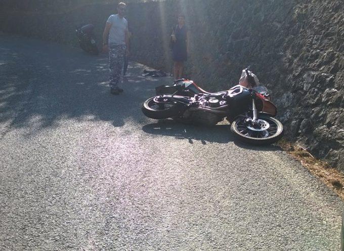 Tragedia sfiorata in Garfagnana, pirata della strada provoca un incidente e scappa