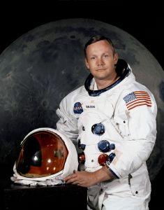 21 luglio -Neil_Armstrong_pose