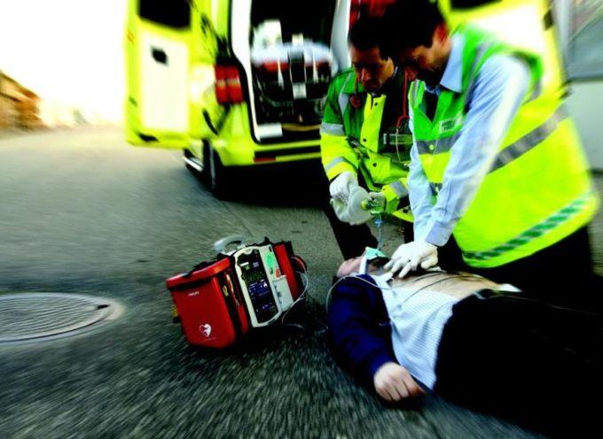 La Misericordia di Borgo a Mozzano installa a Diecimo un defibrillatore semi-automatico esterno
