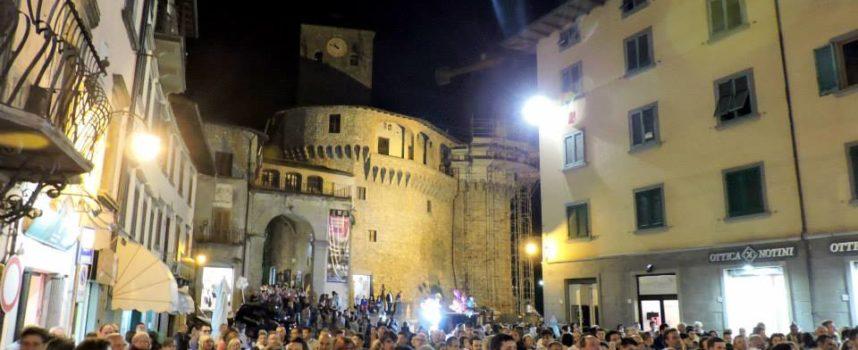 Castelnuovo by night continua alla grande con il comico Paolo Rossi