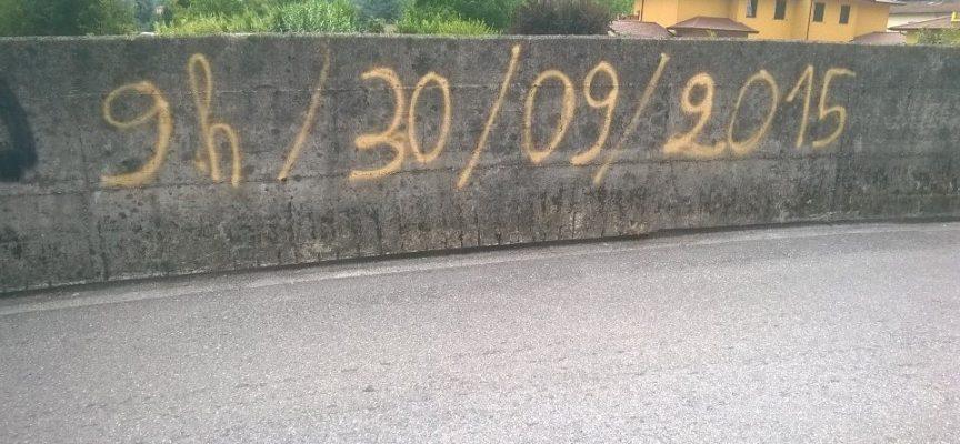 Scritte e simboli misteriosi sui muri di Gallicano