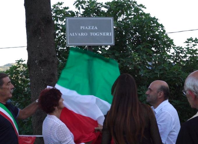 Una piazza a San Rocco di Cascio di Molazzana a Alvaro Togneri