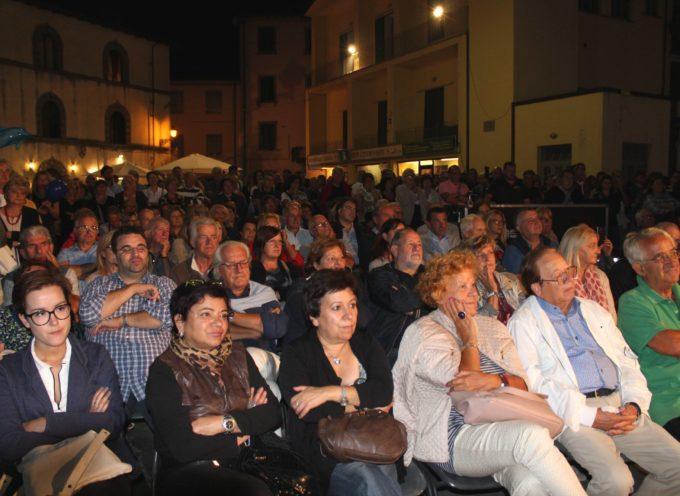 Paolo Del Debbio sotto un temporale estivo  termina con gli applausi