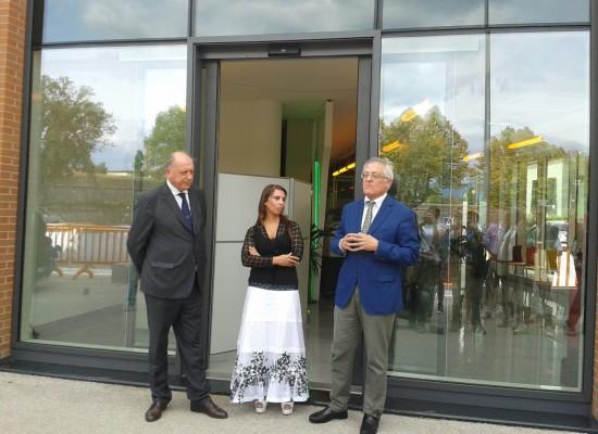 Tanta gente in viale Europa per l'inaugurazione dei nuovi uffici di Gesam Gas e Luce