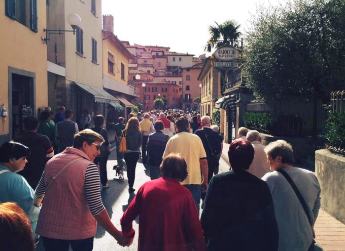 In centinaia a Barga per protestare contro i tagli alla Sanità