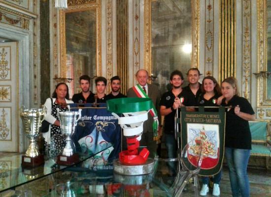 """La compagna Sbandieratori e Musici """"Città di Lucca"""" Contrada di S.Anna vince il titolo """"Campioni d'Italia"""" per il terzo anno consecutivo"""
