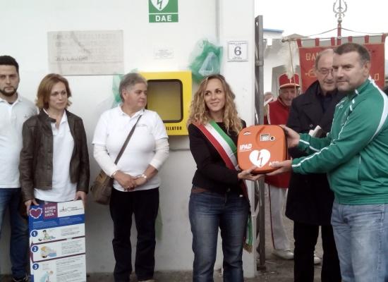 INAUGURATO AL MERCATO DI MARLIA IL DEFIBRILLATORE DONATO  DALL' ASSOCIAZIONE MARCIATORI MARLIESI