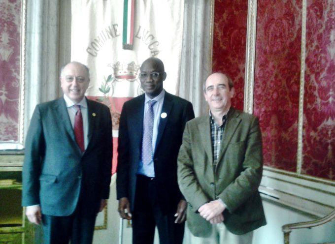 Il sindaco e l'assessore Cecchetti ricevono Birama Boubacar Sidibe, esperto in questioni di sviluppo economico e sociale