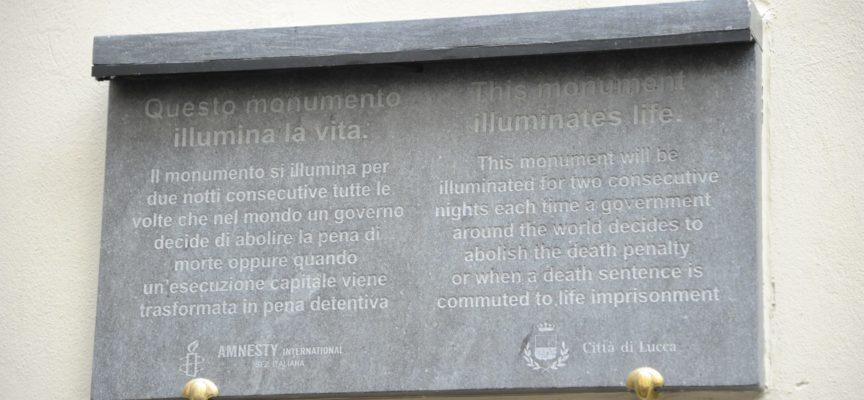 """10 ottobre 2015: accensione della """"Targa che illumina la vita"""" in occasione della Giornata mondiale contro la pena di morte"""