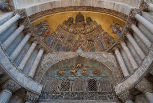 26 nov San_Alipio_facade_door_of_Saint_Mark's_Basilica_of_Venice