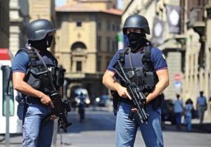 FIRENZE:PATTUGLIA POLIZIA ANTITERRORISMO