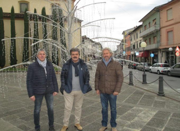 Si riaccendono le luci di Natale ad Altopascio. Collaborazione fra il comune e il centro commerciale naturale.
