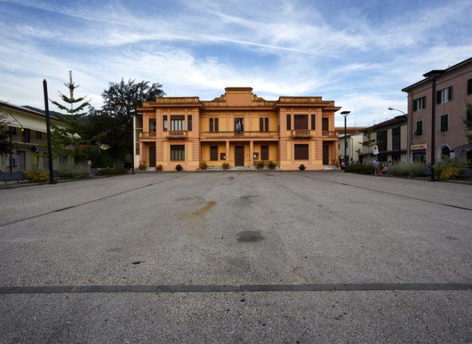 Pioppo caduto alla scuola primaria di Ponte a Moriano: era affetto da un fungo. La pianta verrà rimossa nei prossimi giorni.