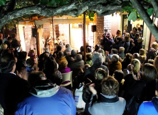 Castelnuovo di Garfagnana, tantissima gente al bar Aurora per la presentazione del libro di Pierluca Rossi