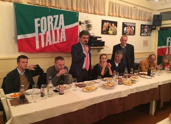 Oltre 120 persone alla cena natalizia di Forza Italia