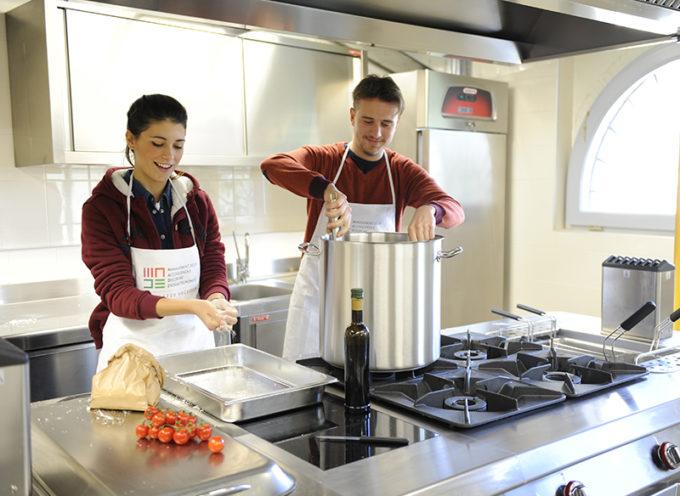 Gli chef di Scuola MADE cucinano per il pubblico del Desco