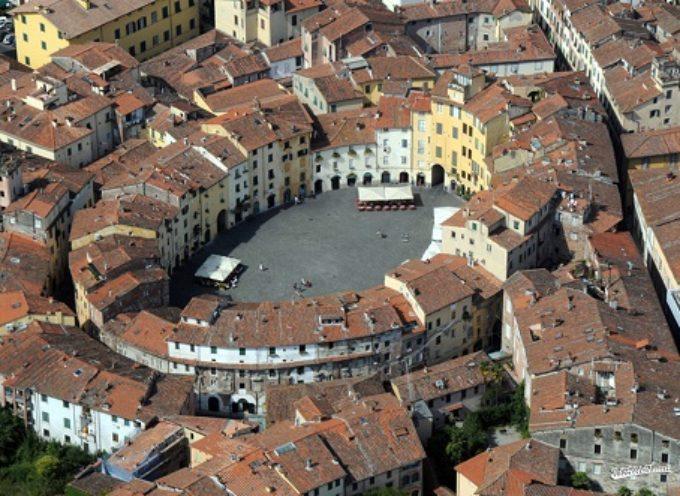 """Lucca: una Capitale""."