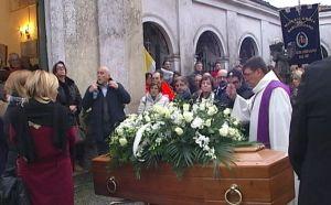 funerale guelfo marcucci.avi.Immagine006