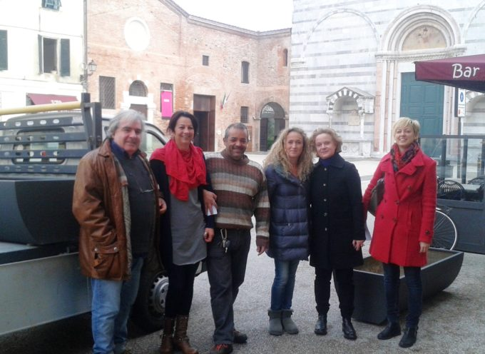 """Grazie a """"Impegno Civico"""" arrivano le nuove fioriere in Piazza San Francesco"""