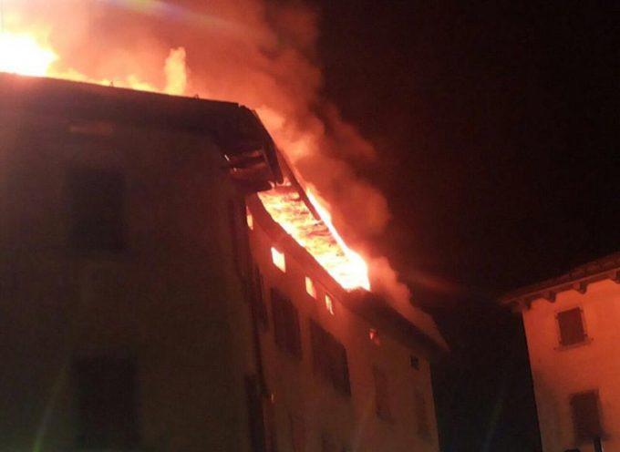 Incendio distrugge appartamento a  capannori
