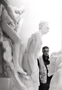 Bodini col gesso del monumento al cavatore al Museo di Gemonio (2)